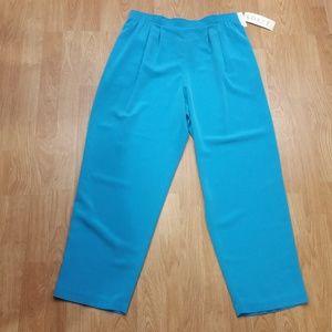 💥3 for $20💥 Pretty Blue Pants  Size Large Short